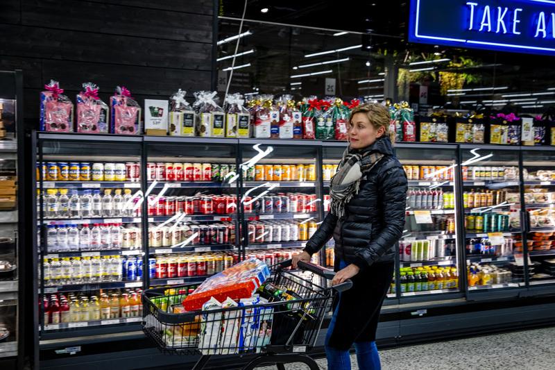 Keskon päivittäistavarakaupassa liikevaihto kasvoi kaikissa sen ruokakauppaketjuissa sekä K-Citymarketin käyttötavarassa. Kuva on Järvenpään K-Citymarketista vuosi sitten: Johanna Tossavainen kertoi käyvänsä siellä usein ostoksilla.