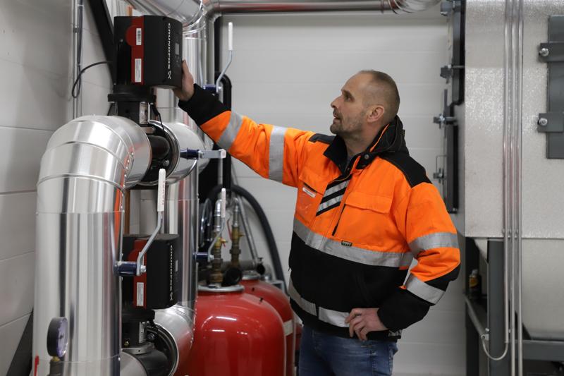 Pellet on siisti, kustannustehokas ja helppo lämmitysmuoto. Myyntivastaava Timo Peltokorpi kertoo, että ProPellet etävalvoo automatisoitujen lämpölaitostensa toimintaa.