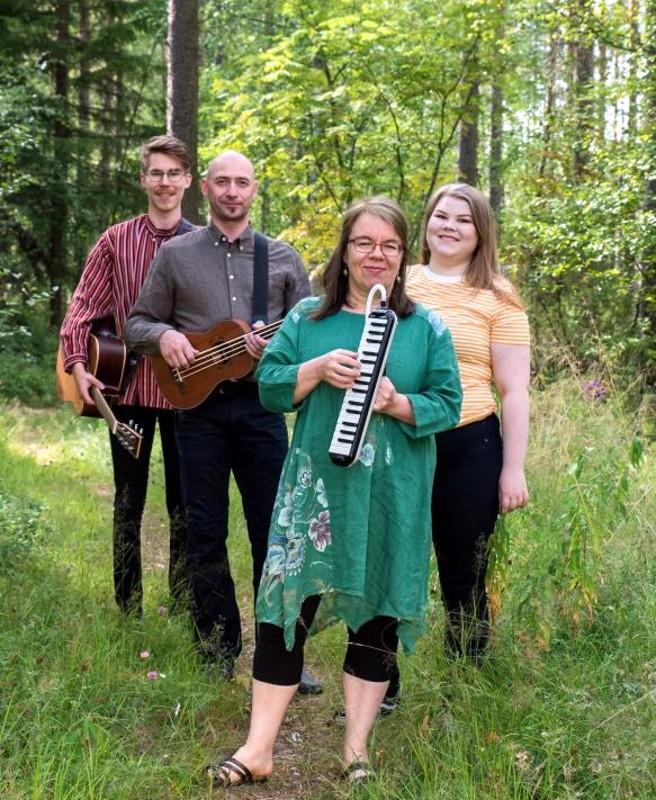 Esmeraldassa ovat mukana Otto Kentala, Arto Anttila, Susanna Kentala ja Taimi Kentala.