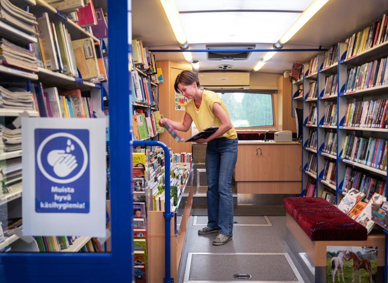 Sievi ja Haapajärvi pääsevät valtionavun turvin hankkimaan uudet kirjastoautot.