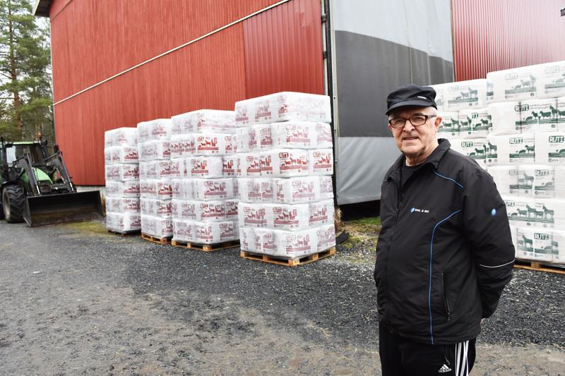 Atso Paavola summaa lähetettäneensä 25 vuoden aikana Karsikkaalta noin 2000 rekkalastillista satoa Norjaan.