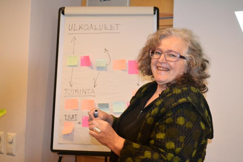 Virkkulan ystävien Helinä Kalaja on iloinen runsaista ideoista joita saatiin eväiksi jatkosuunnitelmiin.