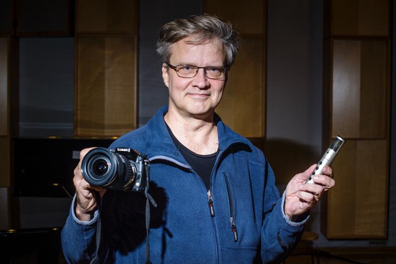 Mika Koivusalo on äänittänyt ja kuvannut Erik Fordell -kuorokilpailun finaalisuoritukset. Pitkän kokemuksen ansiosta hän tietää, millaisella kalustolla suoritus saadaan taltioitua mahdollisimman hyvin.