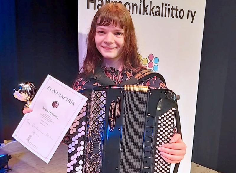 Jonna Hytönen voitti yleisen sarjan Pelimannimestaruuskilpailuissa Ikaalisissa.