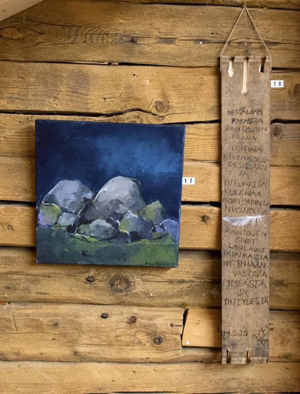 Esillä on Seppelinin maalauksia ja Silvénin sanataidetta kivistä.
