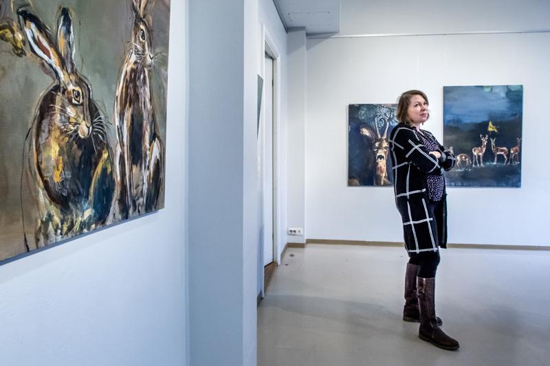 Kukka-Maaria Koskinen täytti Galleria Artistan oikeutetusti eläinaiheisilla maalauksilla.