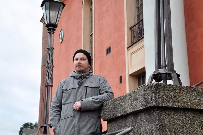 Esko Tynkkysen työhuone on Vartiolinnassa, mutta suuren osan työstään hän tekee eri puolilla kaupunkia kouluissa ja työpaikoilla.