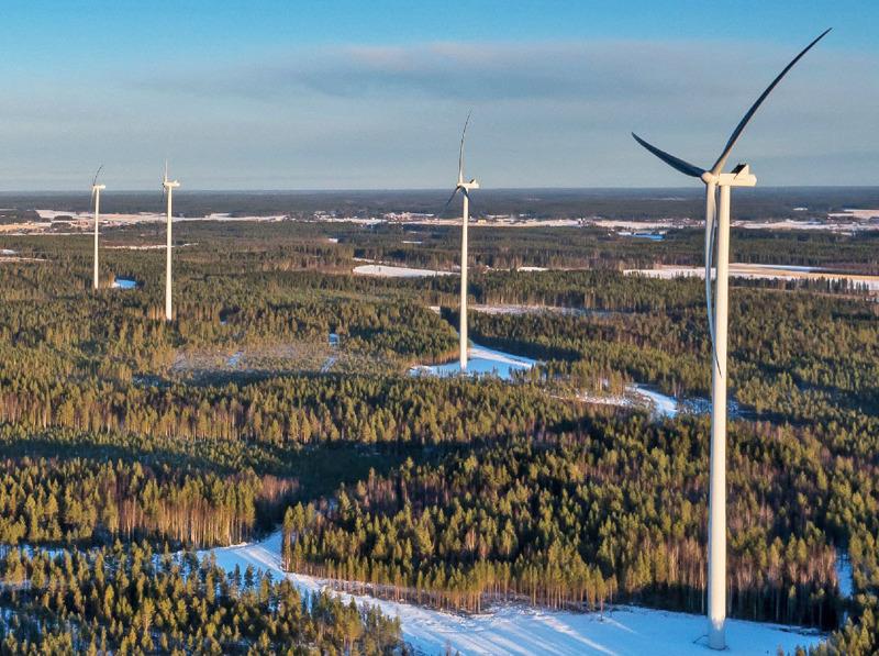 Nämä Jouttikallion tuulivoimalat ovat Lapuan keskustan tuntumassa.