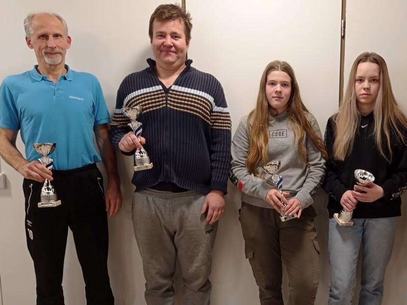 HU:n palkittuja.  Arto Rautio, Jani Santala, Aamu Uusitalo ja Nea Luokkanen.