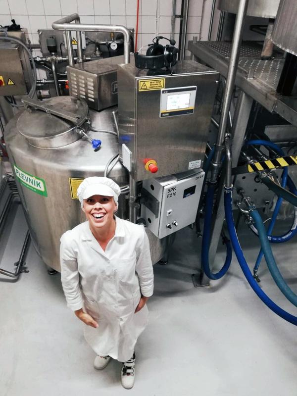 Annamari Jukkola arvostaa lapsuuttaan maitotilalla. Hän tietää, kuinka maidontuotantoprosessi toimii ja pystyy hyödyntämään tietojaan kaurabisneksessä.