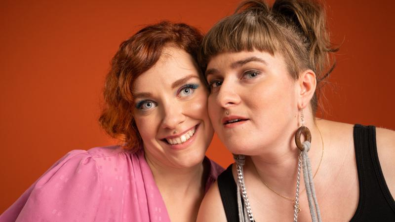 Kuvassa Vammaiskultin toimittajat Jenniina Järvi ja Julianna Brandt.