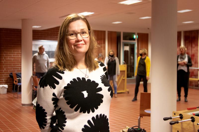 Tarja Pakkala aloitti 24-vuotiaana laulamisen Kokkolan Naislaulajissa. Vuonna 2007 syntyi Lauluyhtye I.S.K.U., jonka ohjelmistoon kuuluu musiikkia laidasta laitaan.