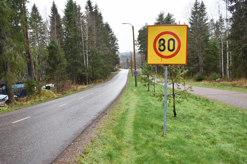 Juustomäentien nopeusrajoitus on edelleen 30 kilometriä tunnissa, vaikka merkki näyttää muuta.