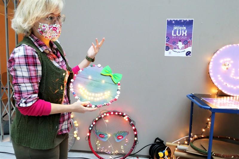 Jeanette Östman tarjoilee esimerkkejä siitä, millaisia valokasvot voisivat olla. Vain luovuus ja paloturvallisuus ovat rajoina.