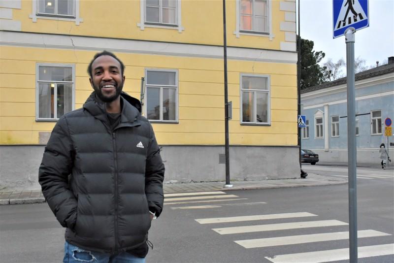 Walt Moore kertoo kokeneensa olonsa Pietarsaaressa kotoisaksi heti ensimmäisestä päivästä. Suurkaupungeissa hän ei viihdy.