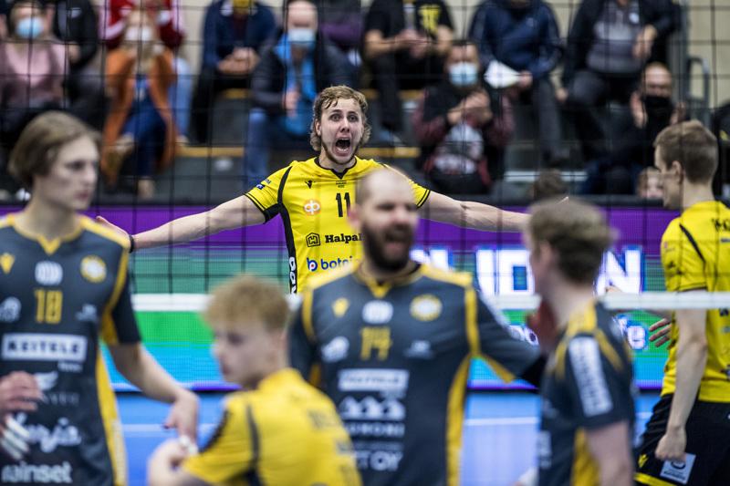 Tiikereiden parhaana palkittu Antti Leppälä pääsi tuulettamaan kolmannen erän voittoa.