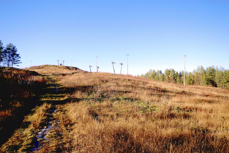 Kaustisella tehdään töitä, jotta Puhkion laskettelurinteessä olisi toimintaa ensi talvenakin.