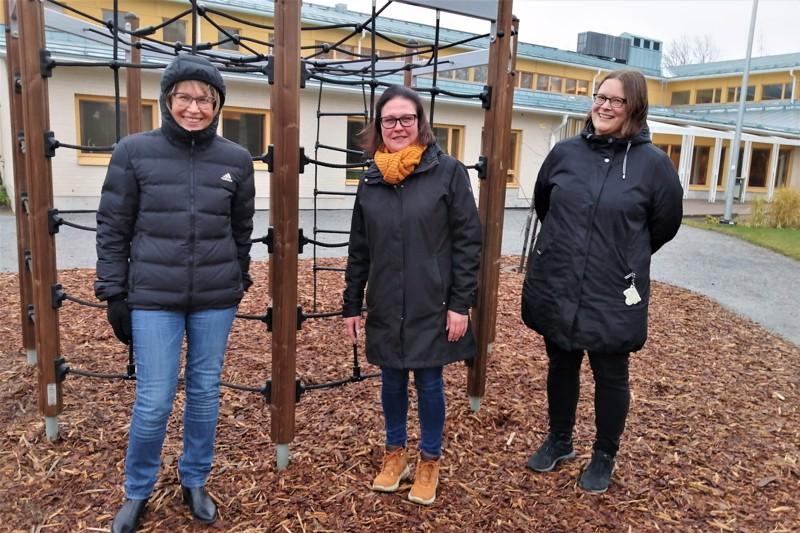 Diakoni Kirsi Rundgren, lastenohjaaja Riitta Iso-Kungas sekä diakoniatyöntekijä Sanna Ormiskangas ovat luottavaisia, että joulukeräys onnistuu korona-aikanakin.