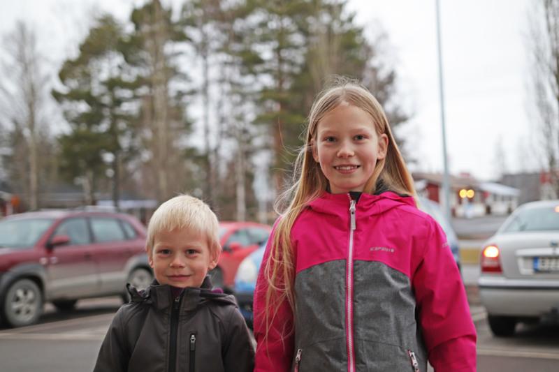 ELSA ja EINO KORKIAKOSKI: Joo, aiomme tehdä lumiukkoja heti kun lunta tulee.