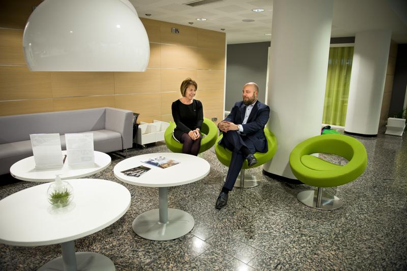 Sami Pokki haluaa jatkaa Eija Rajaniemen tavoin perinnettä, että POP Pankin toimitusjohtajan saa helposti kiinni joko paikan päällä tai puhelimitse.
