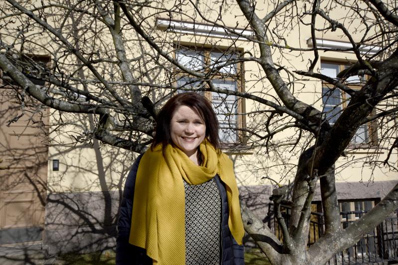 Johtava diakoniatyöntekijä Camilla Honkala sanoo, että suremattoman surun illassa jetaan lohdutuksen sanoja ja säveliä.