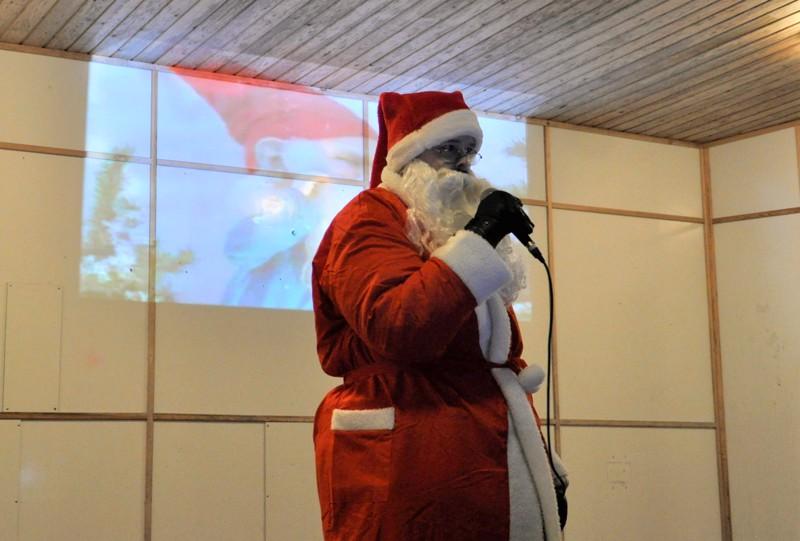 Joulupukki, joulupukki... punanuttuinen vieras sanoi, että joululahjoja löytyy hyvin Toholammilta ja lähiseudulta.