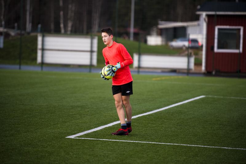 Egor Chuprov on pelannut maalivahtina jo useamman vuoden. Joukkueharjoitusten lisäksi hän harjoittelee paljon omalla ajallaan.