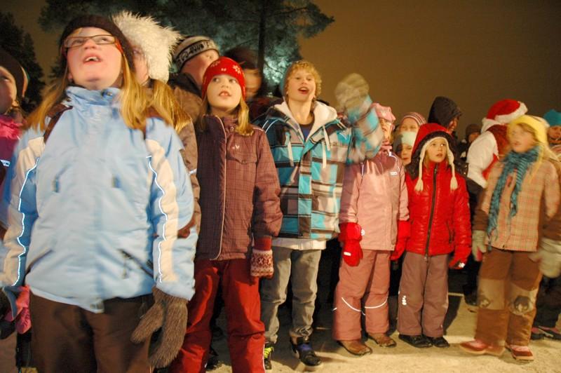 Joulunavauksessa kuultiin lasten laulua ja kerrattiin vuoden tapahtumia, joihin kuului kaupungin historian suurimman investoinnin eli terveyskeskuksen remontin valmistuminen.