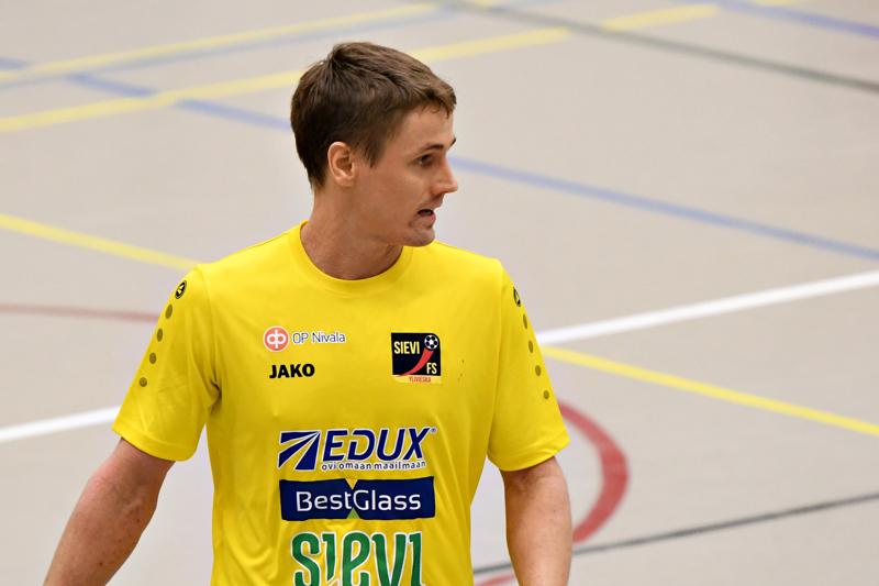 Sievi FS:n ylivieskalaispelaaja Jarmo Junno oli alustamassa kahta Suomen maalia.