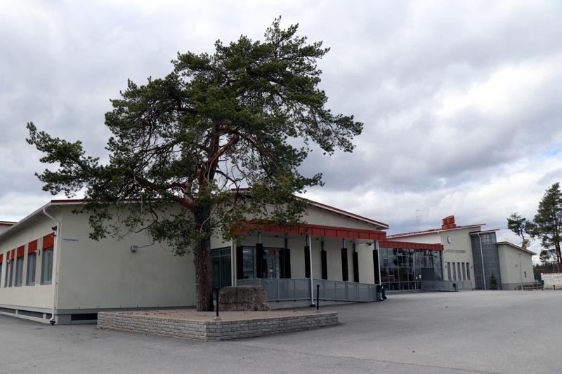 Kaustisen keskuskoulussa on luokat 1 .-6. ja 7.-9. Arkistokuva.