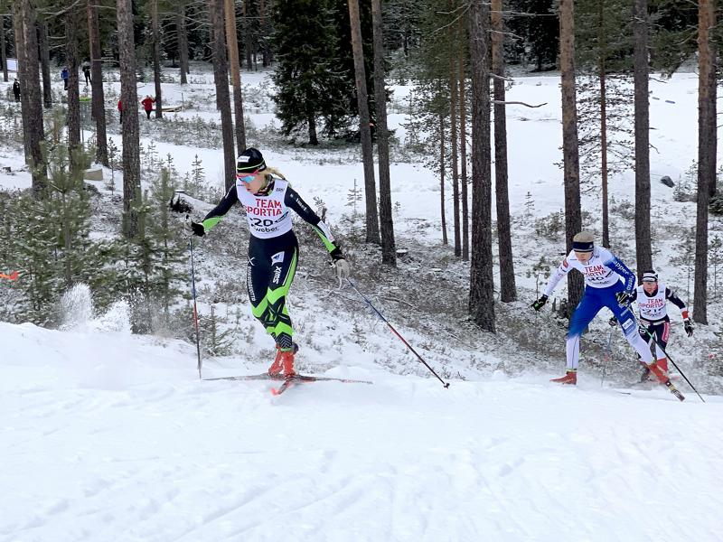 Roosa Juuska oli suhteellisen tyytyväinen omaan esitykseensä Taivalkosken perinteisen sprintissä, vaikka viimeiset voimat jäivätkin viimeiseen nousuun.