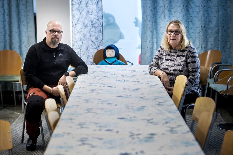 Niko Keränen ja Tuula Carlsson ovat olleet omaishoitajia kymmenkunta vuotta. Carlssonilla on sopimus, Keräsellä ei.