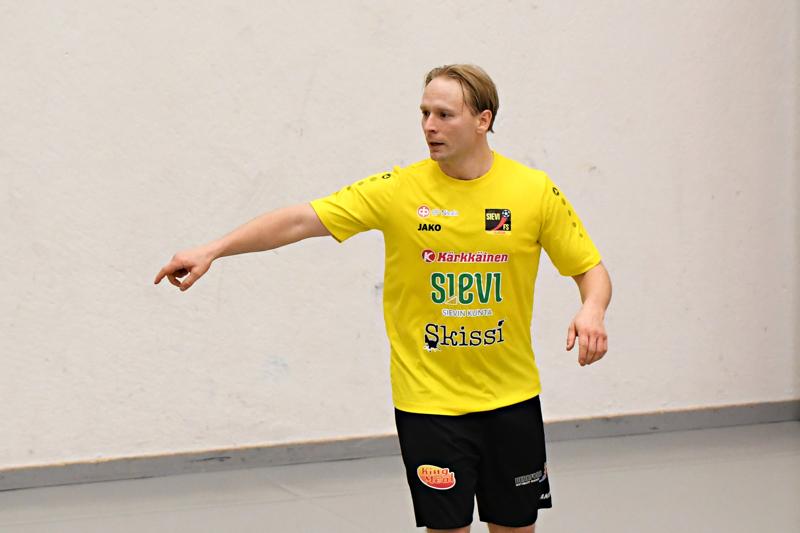 Sievin Henri Heikkilä oli Espoossa tehokkaalla pelipäällä. Joukkueen tähtipelaajaksi valittu Heikkilä iski maalin ja syötti kaksi.