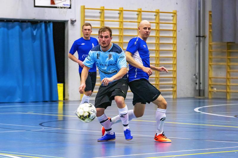 Ylivieskalaiset Mikko Näsänen (takana) ja Saku Kantola pukivat tälle kaudelle FC Folkin paidan päälle.