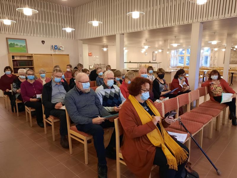Kokous. Eläkeliiton Keski-Pohjanmaan piirin syyskokous pidettiin Ullavan seurakuntakodilla.