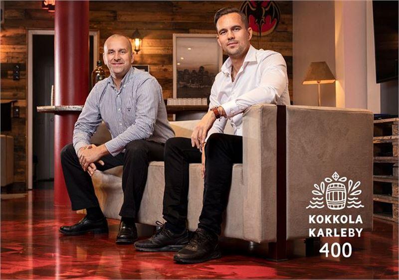 Juha Annalan (vas.) ja Jesse Rannankarin omistama Pohjanmaan Erikoislattiat on tehnyt lattiapinnoituksia jo yli miljoonalle neliölle.