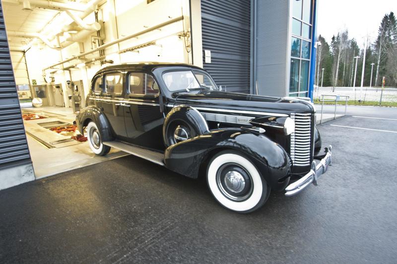 Museoajoneuvoksi rekisteröity Kyösti Kallion Buick Special Eight katsastettiin saman tien sen palattua Nivalaan.