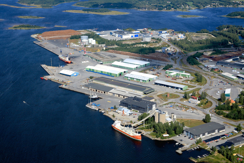 Pietarsaaren satama on seudun tärkein portti maailmanmarkkinoille.