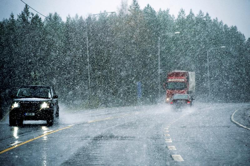 Liikennekeskus varoittaa huonosta ajokelistä muun muassa Pohjois-Pohjanmaalla.