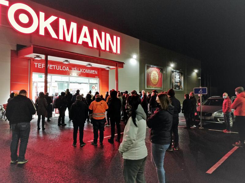 Pietarsaaren Tokmanni avasi ovensa torstaiaamuna klo 8.00.