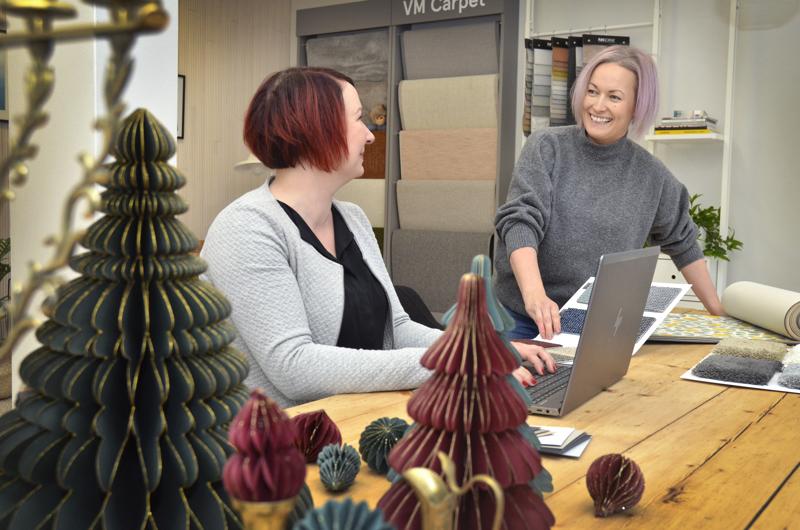 Anni Haikola (vas.) ja Jenny Pisilä kertovat, että yritys on lähtenyt hyvin rullaamaan.