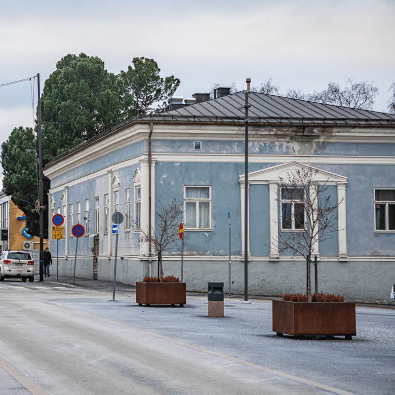 Siniseksi taloksikin kutsuttu rakennus on ollut osa Pietarsaaren kaupunkikuvaa jo 1800-luvun alkupuoliskolta.