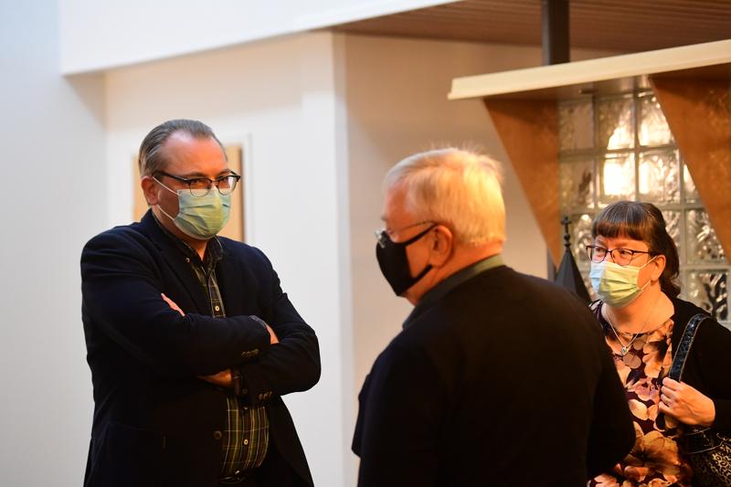 Kannuksen kaupunginjohtaja Jussi Niinistö on valittu Korpelan Voiman hallituksen puheenjohtajaksi. Kuvassa myös Olli Joensuu ja Päivi Pihlajakangas.