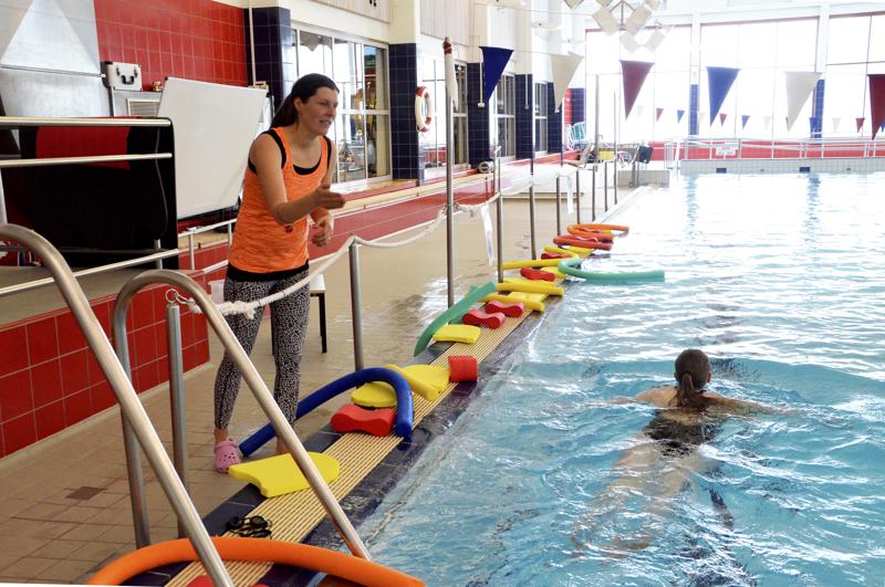 Ylivieskan uimahalli suljetaan itsenäisyyspäivään saakka pahaksi äityneen koronatilanteen vuoksi. Ylivieskan kaupunki rajoittaa myös muita palvelujaan.