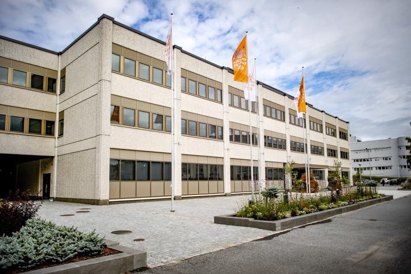 Kokkolan kaupunki säästää ensi vuonna 2,5 miljoonaa euroa muun muassa  lomauttamalla henkilöstönsä kahdeksi viikoksi.