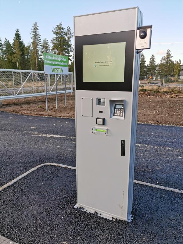Lajittelupihan asiakkaat ilmoittavat ja maksavat kuormansa palveluautomaatin kautta.