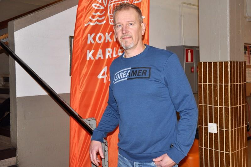 Marko Känsäkangas opiskeli merkonomiksi ja työn ohessa hitsausalan ammattilaiseksi. Hän kertoo viihtyvänsä työssään hyvin.