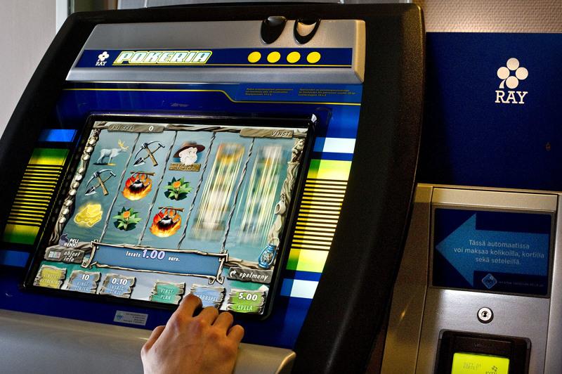 Veikkaus sulkee peliautomaatit ja omat pelipaikat koronatilanteesta johtuen Keski-Pohjanmaalla.