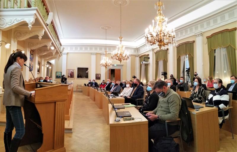Pietarsaaren kaupunginvaltuusto oli pääosin tyytyväinen talousarvioehdotukseen ja sen tekotapaan. Puhumassa Monica Grankulla-Häggblom (rkp).