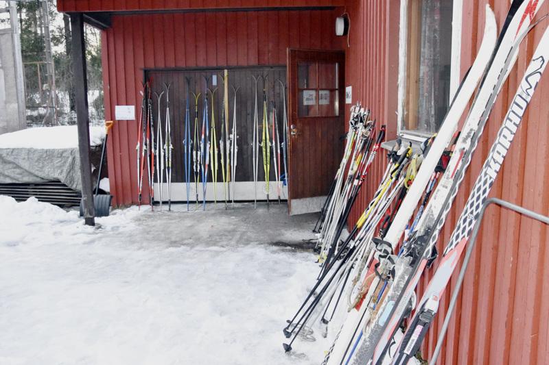 Muun muassa Vestersundinkylässä kaupunki hoitaa hiihtolatuja, jotka ovatkin perinteisesti ahkerassa käytössä. Tulevana talvena voi hiihtää hyvällä omallatunnolla, jos maksaa 25 euron vapaaehtoisen kausimaksun.